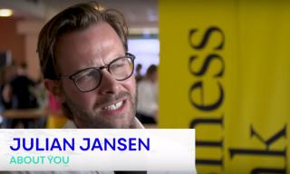 """""""Wir sind nicht einfach nur Storyteller, sondern Storydoer."""" Julian Jansen von About You im Business Punk Talk"""